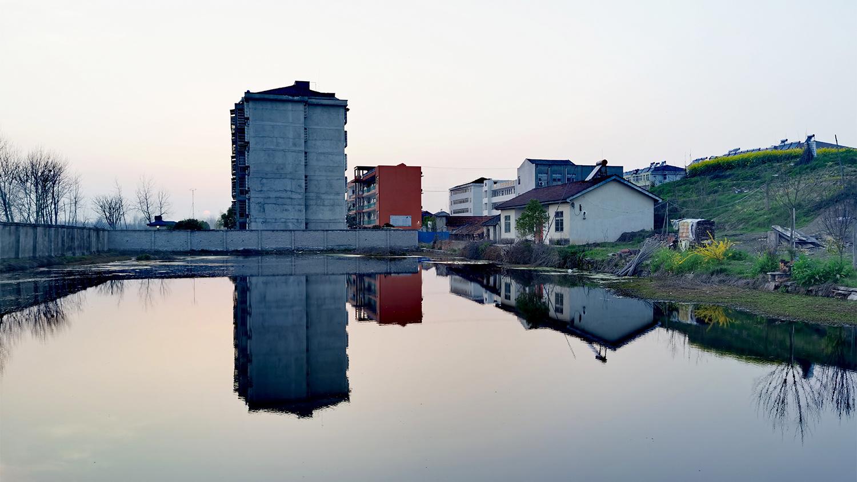 镇上的小池塘